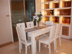 远洋·盛荟113平米三室两厅一卫一厨一阳台