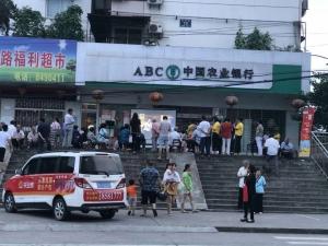乐业城露天电影第二站二堰铺社区圆满结束