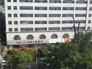 急售东风轮胎厂工商银行楼上住房,三室两厅,在 4 楼,98平,43万