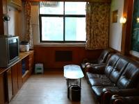 东岳南山小区三室二厅100平米4楼普装热暖50万首套房