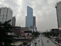 稀缺,五堰邮电街桥头电梯高层 23 楼,三室两厅,105平,86万带装修,有热暖