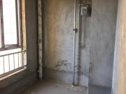 中庚香山新城三期电梯毛坯三室双卫不临街朝南采光好。