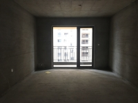 万达华府三室双卫双阳台另带一个小书房,户型方正采光好不临马路