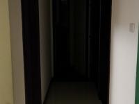 东岳路南山小区三室一厅出租(二汽房,80平米),有热水暖气,出行非常方便。