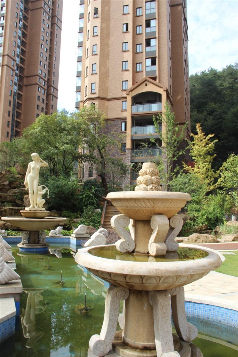 阔水喷兽,溪流瀑布,叠水喷泉,辅以雕塑,盆景,花艺,欧式景观小品,构成